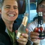 Transalp 2011 | Marcel und ich starten den Urlaub mit einer kleinen Flasche Sekt