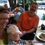 Marion, Thorsten und Jakob im Biergarten