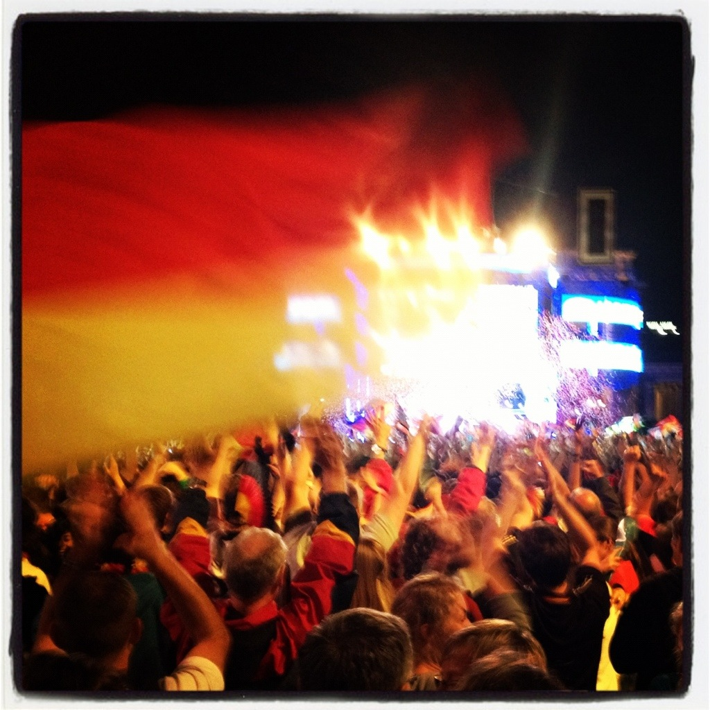 EM 2012 - Fanmeile Berlin (Deutschlandflagge vorm Brandenburger Tor)