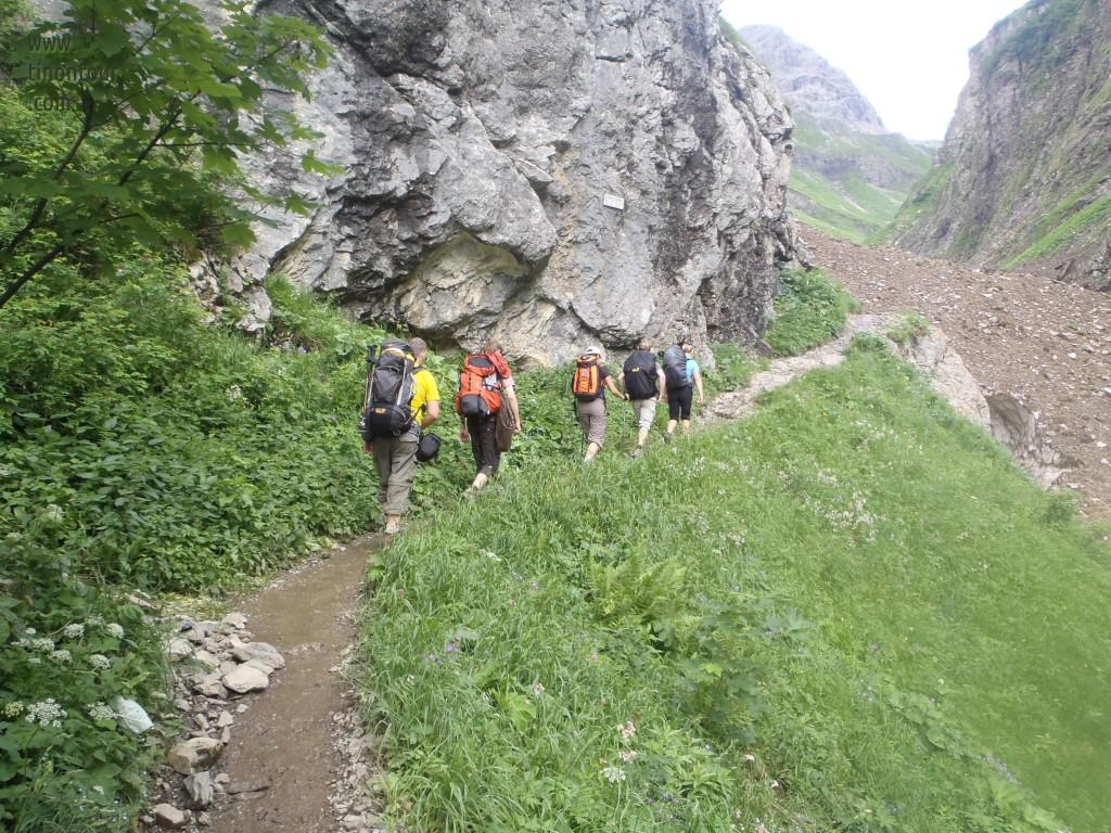 orf 2012: schön hintereinander hinauf zur Kemptner Hütte