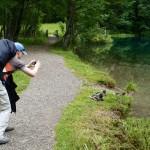 Ich beim Fotografieren der Enten