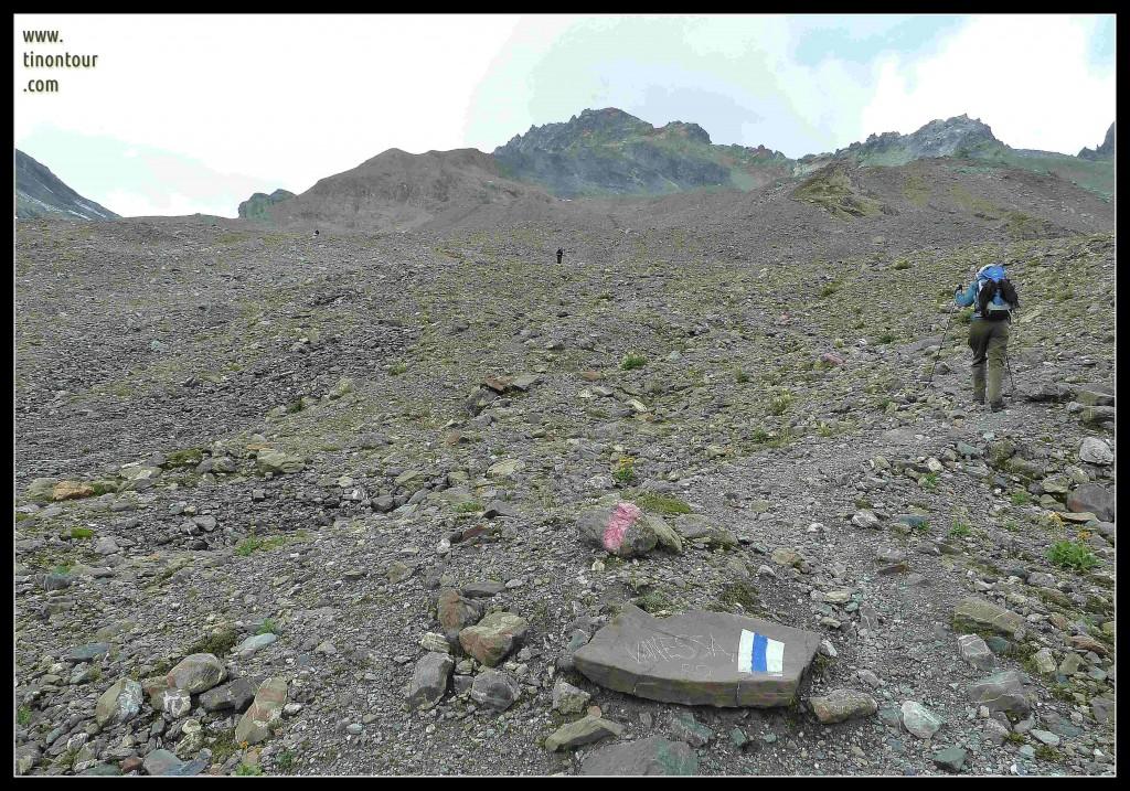 Aufstieg im steinigen Gebirge - mit individueller Grußbotschaft