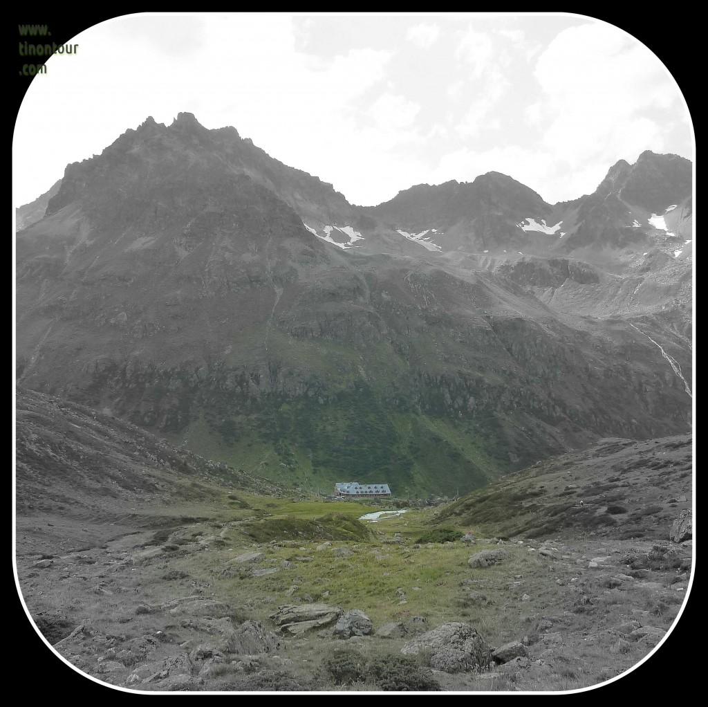 Unser Etappenziel in Sicht: die Jamtalhütte