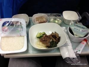 Schon im Flugzeug gab es koreanisches Essen: Bibimbap