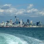 Blick auf Auckland vom Meer aus