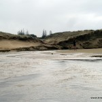 Zufluss in den Ozean am 90 Mile Beach