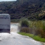 Mit dem Bus durch den Fluss