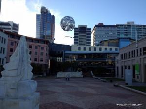 Platz mit der Bibliothek und Museum in Wellington