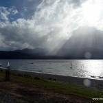 See bei Te Anau mit Wolken und Sonne