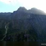 Großer Wasserfall im Milford Sound