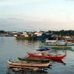 Boote im Sonnenuntergang bei Puerto Princesa