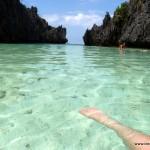 Fuß im klaren Wasser