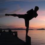 Posing bei Sonnenuntergang am Steg (Tino)