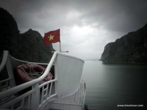 Licht und Schatten bei unserem Ausflug in die Halong Bay (Vietnam)