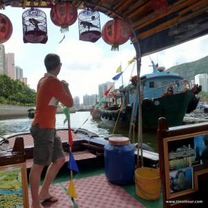 Ich mit einem Sampan (als Gast) durch die schwimmende Stadt Aberdeen in Hong Kong