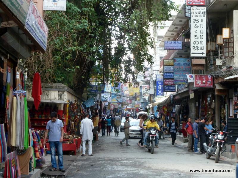 Typische Straße hier in Thamel (Touristenstadtviertel in Kathmandu)