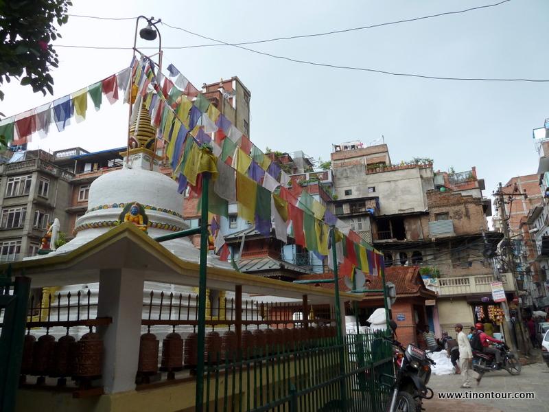 Überall in der Stadt verteilt sind kleinere und größere religiöse Stätten