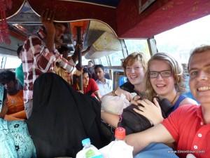 Die letzten Kilometer nach Lumbini ging es im Local-Bus voran