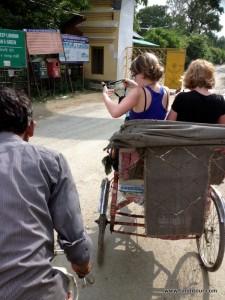 Mit der Rikscha ging es von der Bushaltestelle zum koreanischen Tempel im Relegionspark