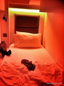 Alles was man braucht: gute Matratze, Leselampe, Strom und man kann sogar aufrecht drin sitzen ... meine Schlafkabine im Hostel
