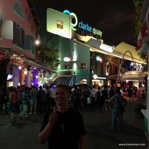 Clarke Quay ... die Partymeile von Singapur. Hier gibt es viele Bars und Restaurants und war zumindest am WE auch verdammt voll.