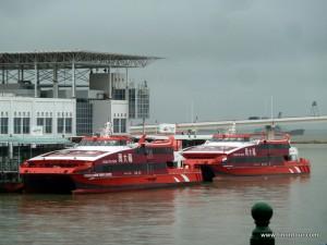 So sehen die Fähren aus - eigentlich eher riesige Speedboote und keine Fähren wie man sie üblicherweise kennt
