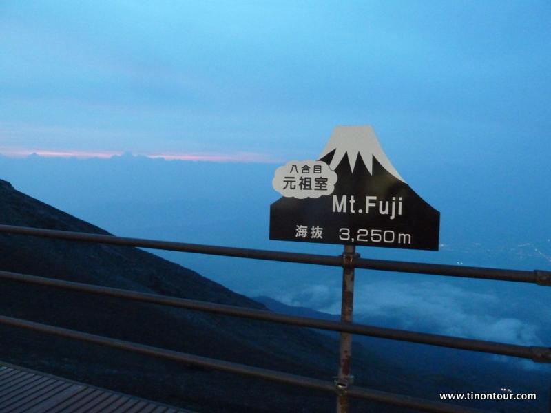 Leider war der Mt. Fuji am Abend in den Wolken und es war zu nebelig ... deswegen war nicht ganz so viel vom Sonnenuntergang zu sehen. Hoffnung blieb aber noch für den Sonnenaufgang.