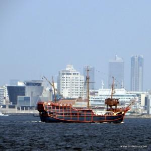 Mit dem Santa Maria Cruise Ship das Hafengebiet vom Wasser aus erkunden.