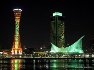 Die Hafenfront in Kobe ... vor allem wenn sie beleuchtet ist schon mal einen Besuch wert.
