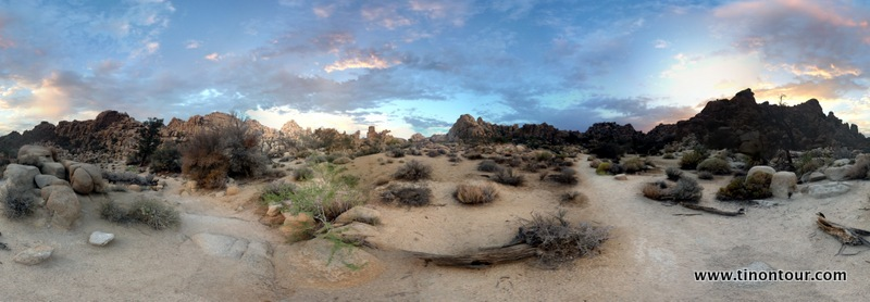 Sonnenuntergang im Hidden Valley im Joshua Tree Nationalpark