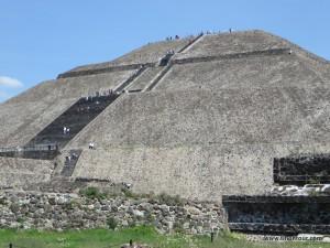 Die Sonnenpyramide in Teotihuacan ... was für ein beeindruckendes Bauwerk