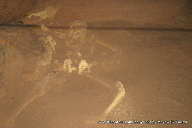 Neben sehr vielen Artefakten wurden auch ein paar (teilweise sehr gut erhaltene) Skelette gefunden.