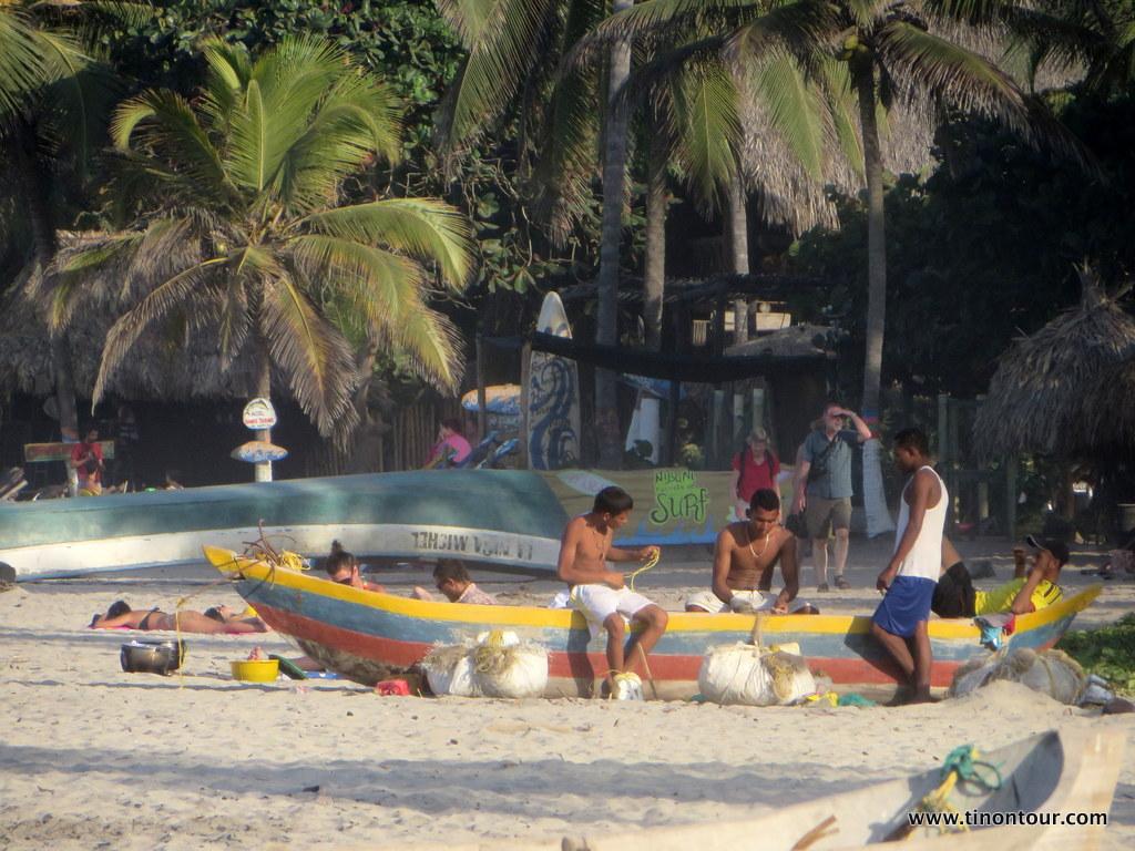 Einheimische und Touristen im friedlichen Einklang: