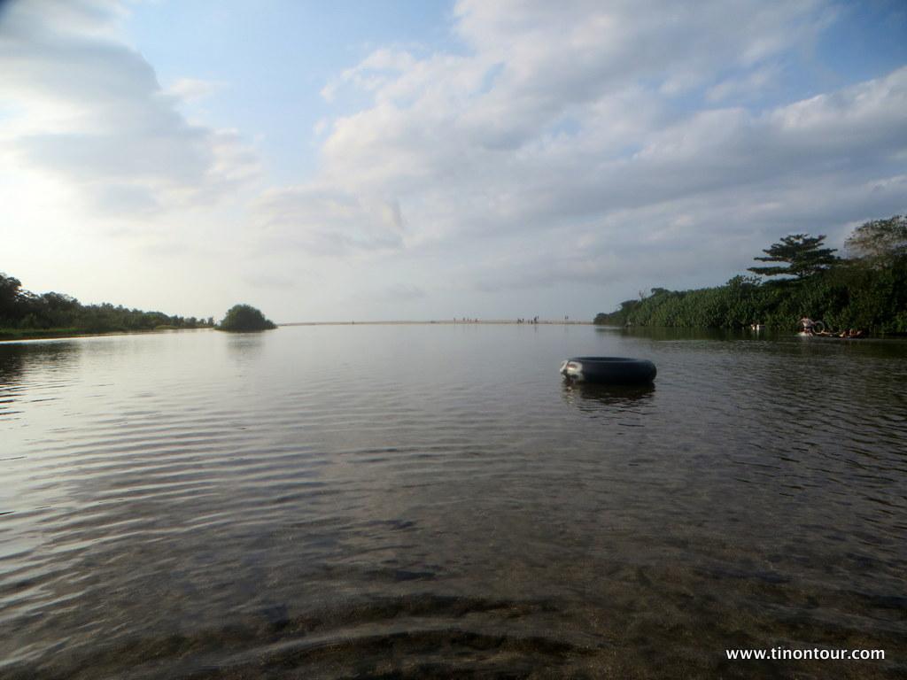 Die Mündung des Palomino Rivers in den Ozean