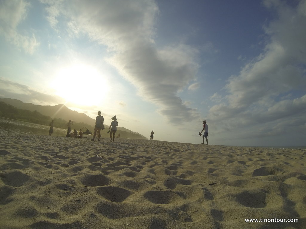 Gerade der Strandabschnitt mit der Mündung vom Palomino River in den Ozean beim Sonnenuntergang ist einmalig