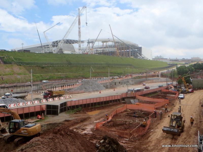 Fertig sieht wohl etwas anders aus - das neue WM Stadium von Sao Paulo knapp 4 Monate vor dem Eröffnungsspiel