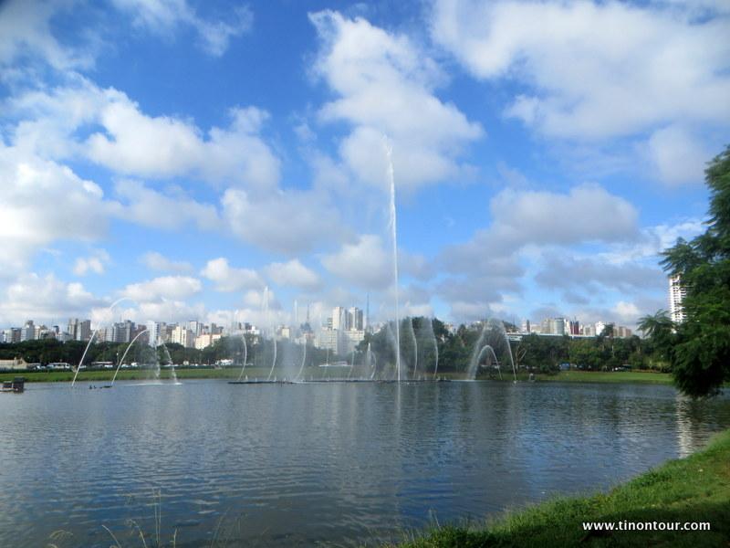 Einen schönen Blick auf die Hochhäuser von Sao Paulo hat man im Ibirapuera Park von mehreren Stellen aus