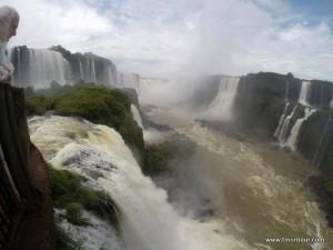 Die Iguazu Wasserfälle von der brasilianischen Seite aus