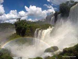 Regenbogen und Wasserfälle wohin man sieht