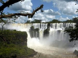 Die Iguazu Wasserfälle von der argentinischen Seite aus