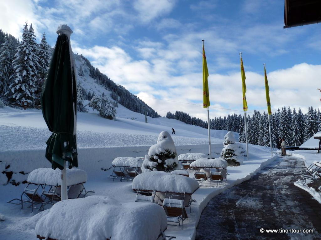 Noch mehr Schnee am nächsten Morgen - damit fiel die Wanderung zur Fiderepasshütte definitiv aus (2011)