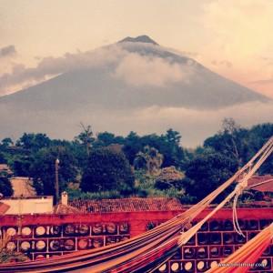 Blick von der Dachterrasse meinem Hostel in Antigua