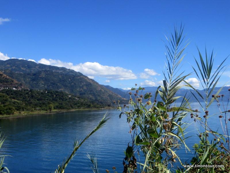 Blick von San Marcos aus über den Lago Atitlan